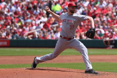 Scott Feldman on track with six scoreless innings in Cincinnati Reds' 8-0 victory