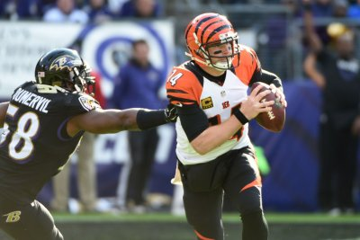 San Francisco 49ers looking to Elvis Dumervil to boost pass rush