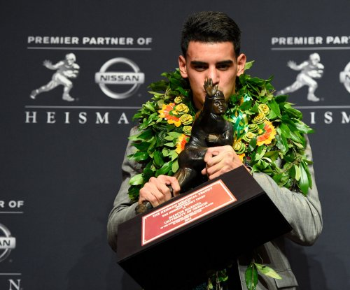 Oregon quarterback Marcus Mariota to enter NFL draft