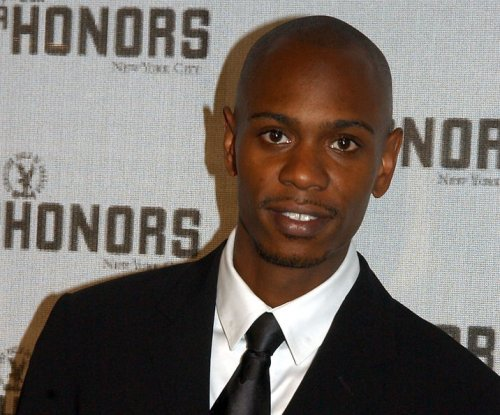 Dave Chappelle hit by banana peel during New Mexico show