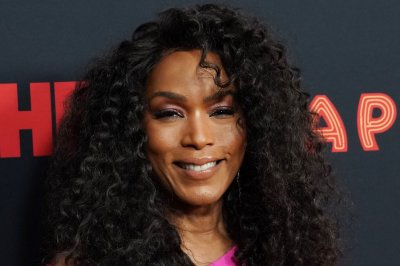 Angela Bassett receives BET Icon Award: 'Be persistent and win'