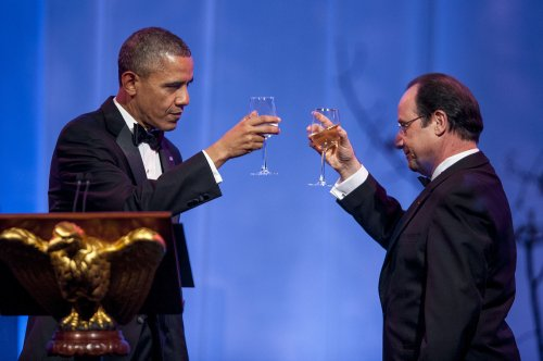 Hollande, Obama toast at White House state dinner after long day