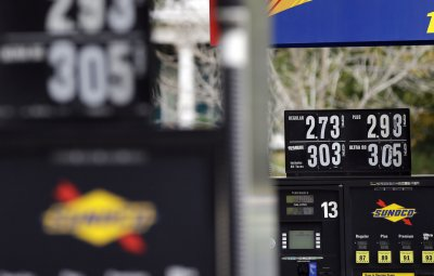 AAA: Gas to fall below $3 a gallon this weekend
