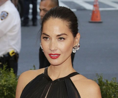 Olivia Munn credits hypnotist, Aaron Rodgers with fitness inspiration