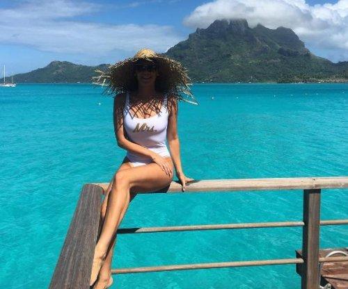 Kym Johnson, Robert Herjavec post photos from honeymoon