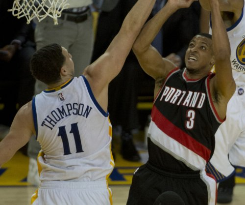 C.J. McCollum's last-second shot pushes Portland Trail Blazers past Dallas Mavericks
