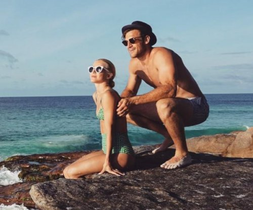 Julianne Hough, Brooks Laich stun in retro honeymoon photos