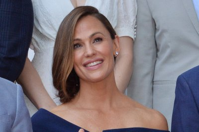 Jennifer Garner, J.J. Abrams to reunite on new Apple series