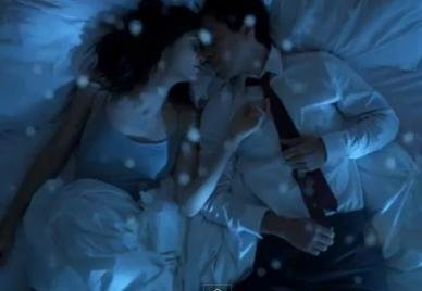 Emmy Rossum, Justin Long fall in love in a parallel universe in 'Comet' trailer