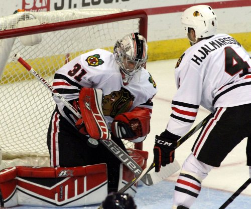 Hossa, Chicago Blackhawks use strong 3rd to top New Jersey Devils
