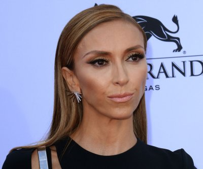 Giuliana Rancic gives makeup a rest in new sefie