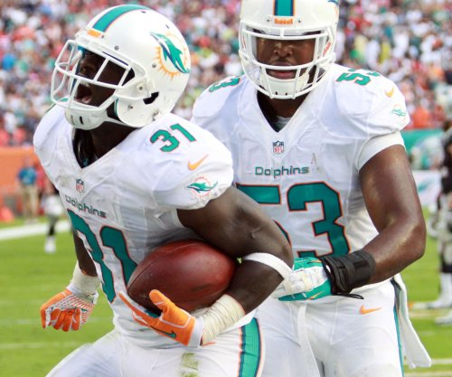 Miami Dolphins re-sign safety Michael Thomas