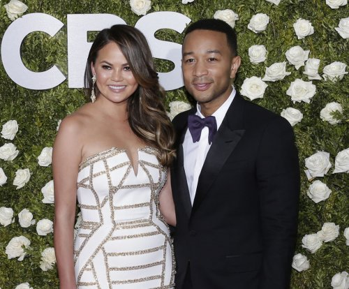 Chrissy Teigen, John Legend slam split rumors on anniversary