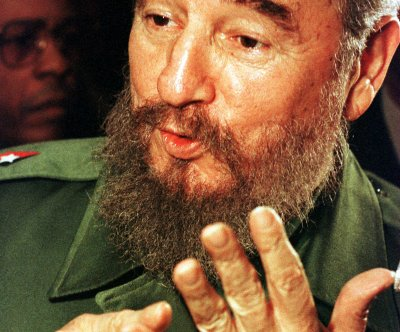 Fidel Castro makes first public appearance in months