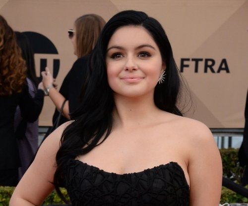 Ariel Winter announces she's single with Kim Kardashian gif