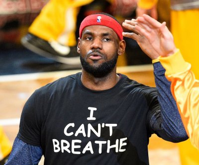 LeBron James, Steph Curry support Colin Kaepernick but will stand for national anthem