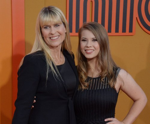 Bindi Irwin denies mom Terri is dating Russell Crowe