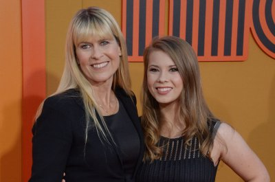 Bindi Irwin denies mom Terri is dating Russell Crowe