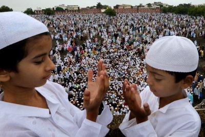 Muslims celebrate Eid despite severe crackdown in Kashmir