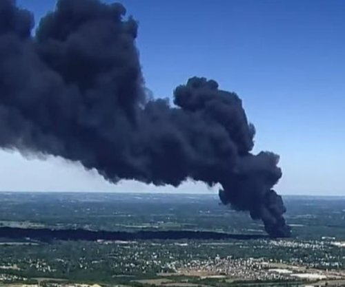 Dozens of homes evacuated after fire destroys Illinois chemical plant