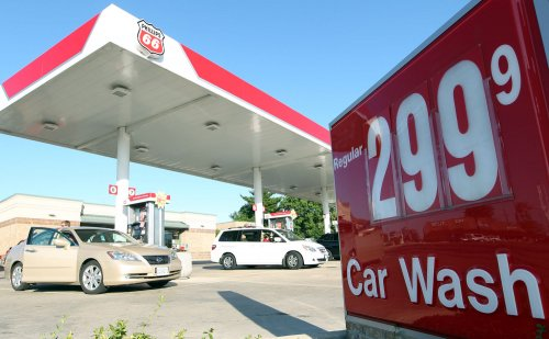 Gas prices dropping, Energy Department says