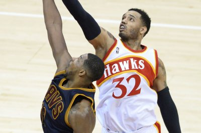 Atlanta Hawks send F Mike Scott to D-League in bid for playing time