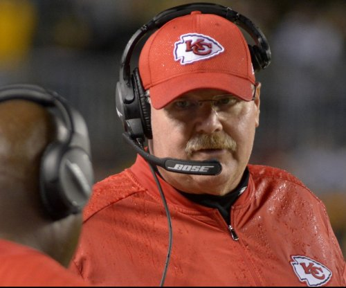 Kansas City Chiefs beat San Diego Chargers to clinch AFC West crown