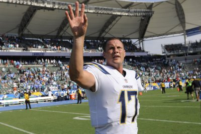Los Angeles Chargers kick Oakland Raiders to fourth-straight defeat