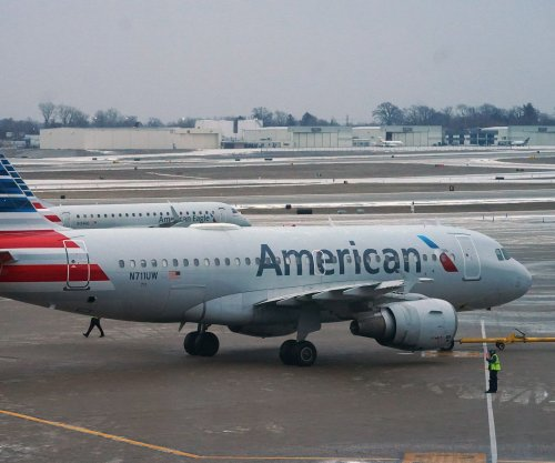 American, Spirit cancel hundreds of flights