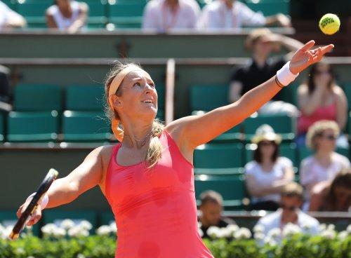 Azarenka holds No. 1 tennis spot