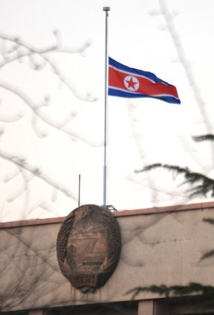 Kim Jong Un pays respect to father