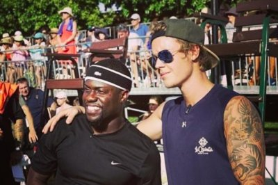 Justin Bieber plays tennis match against Kevin Hart for charity