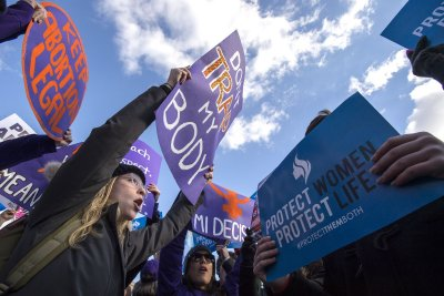 Judge temporarily blocks Mississippi's new abortion law
