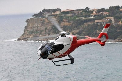 Helicopter crash on Great Barrier Reef kills 2 U.S. tourists