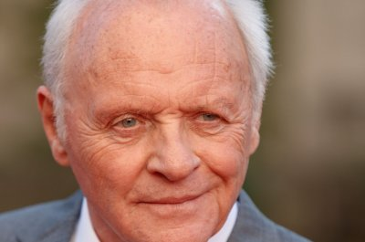 Anthony Hopkins celebrates 45 years of sobriety: 'Hang in there'
