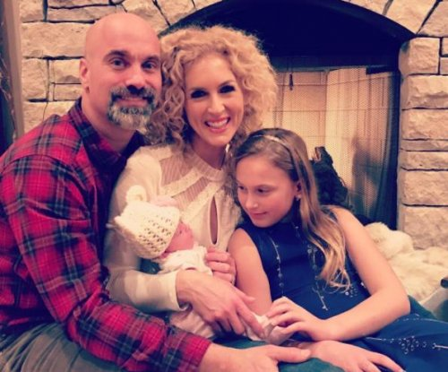 Kimberly Schlapman of Little Big Town adopts baby girl