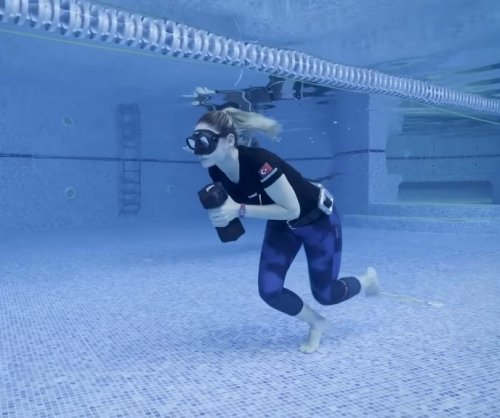 Free diver breaks underwater walking record at 267 feet, 8.6 inches