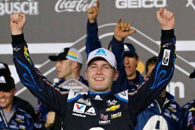 NASCAR: William Byron overcomes 31st place start, wins at Homestead