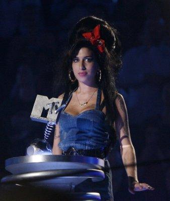 Winehouse involved in Glastonbury scuffle