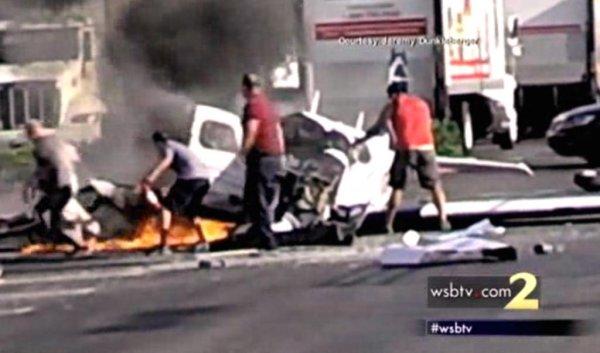 small plane crashes in san diego parking lot killing elderly passenger. Black Bedroom Furniture Sets. Home Design Ideas