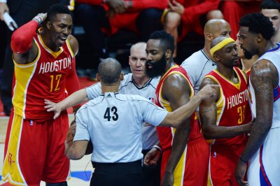"Dwight Howard ""afraid"" to shoot jumpers"