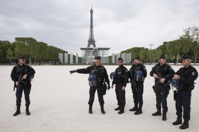 Man with knife arrested in Paris train station, tensions high