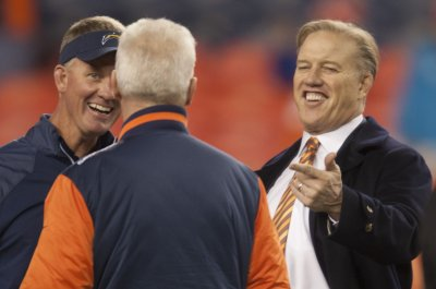 John Elway signs three-year extension with Broncos