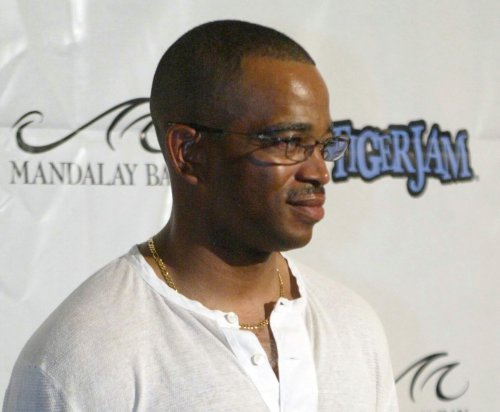 Longtime ESPN anchor Stuart Scott dies after battle with cancer