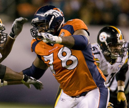 Denver Broncos' Clady tears ACL