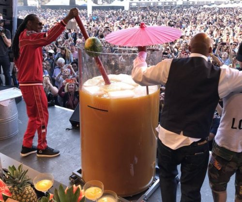 Snoop Dogg breaks Guinness record with giant gin and juice