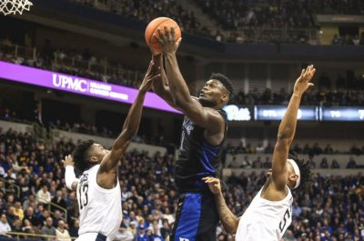 College hoops roundup: Duke defeats Pitt, NIU upsets Buffalo