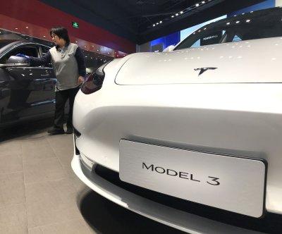 https://cdnph.upi.com/ph/st/th/4081581686548/2020/upi/b9356817f45a4061cc3f5bdd5b20eb67/v1.2/Tesla-plans-second-stock-offering-to-raise-more-than-2B.jpg