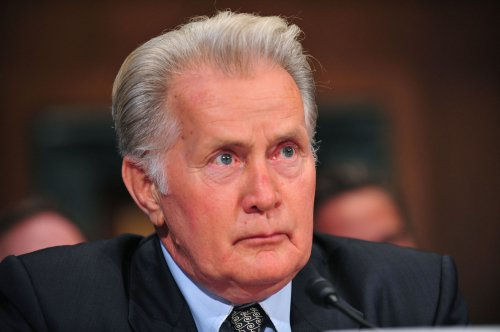'The West Wing' actor boosts Dems cause