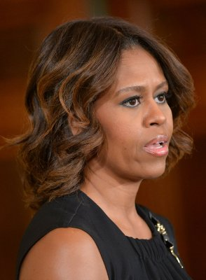 Michelle Obama, appearing at naturalization ceremony, calls for immigration reform